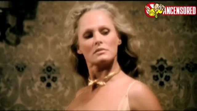 Ursula Andress scene - Spogliamoci cos