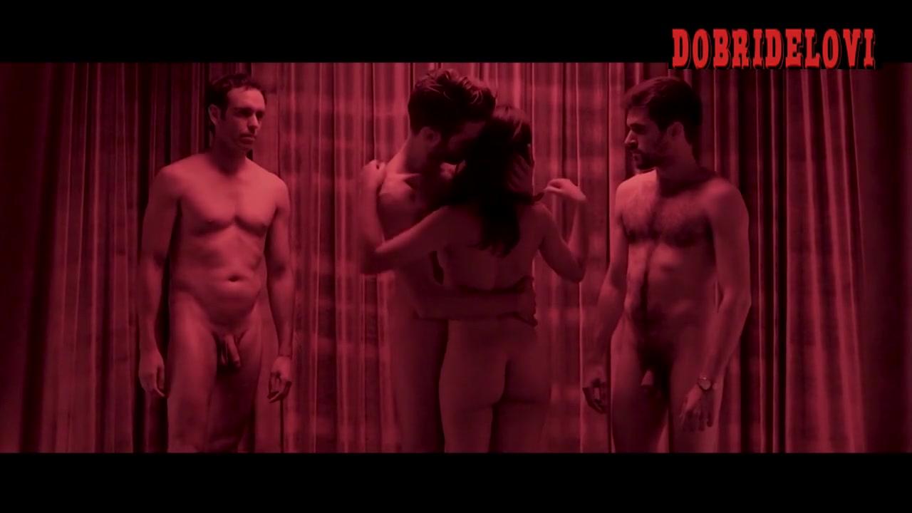 Penelope Cruz nude for three dudes in Mama's deleted scene