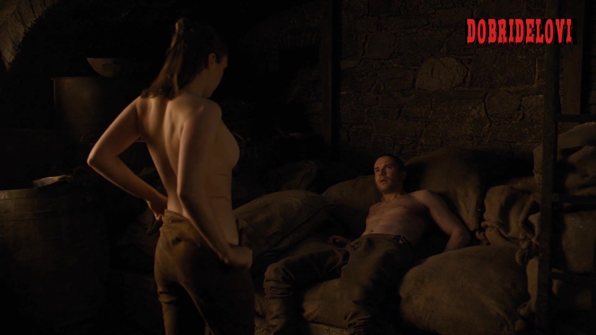 Maisie Williams nude debut in Game of Thrones