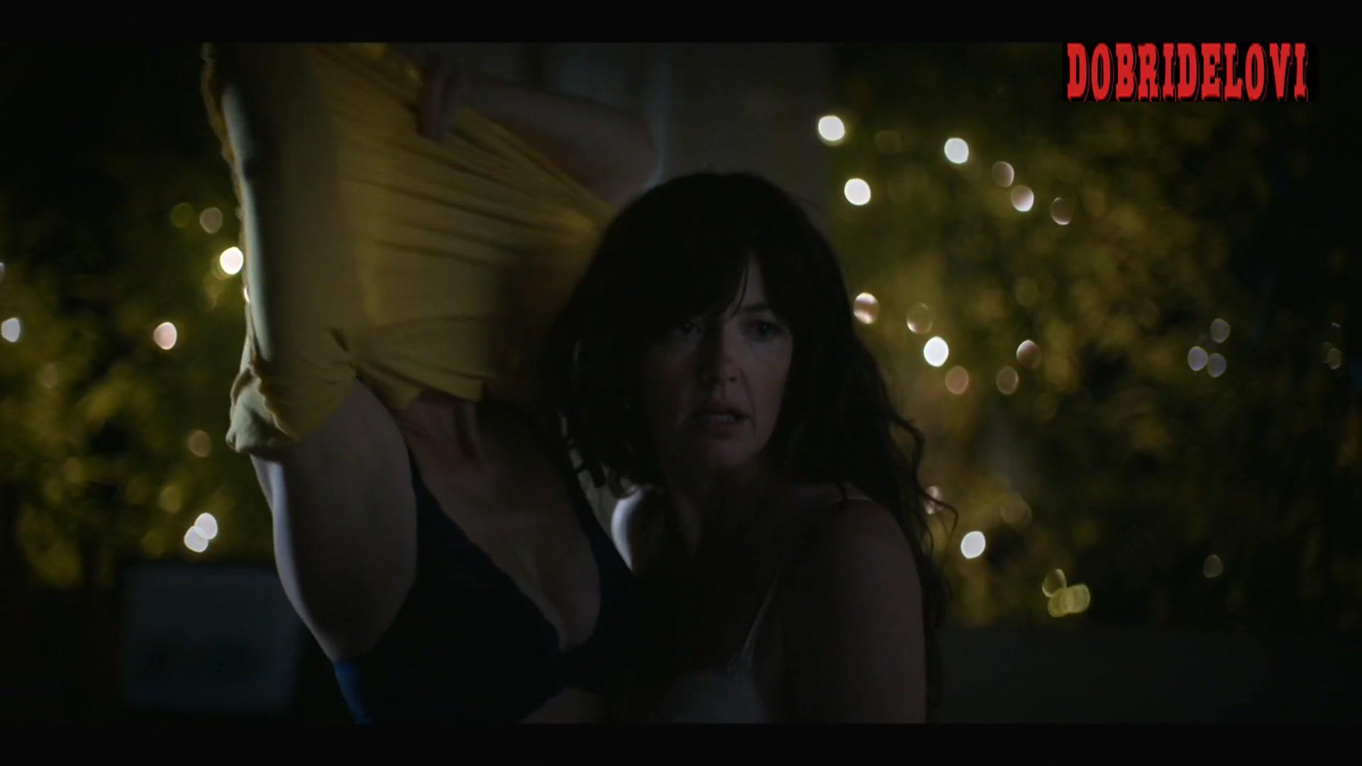 Stephanie Allynne and Leisha Hailey sexy lesbian kiss scene