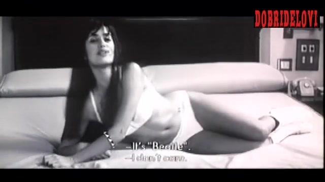 Penélope Cruz bedroom scene from El amor perjudica seriamente la salud