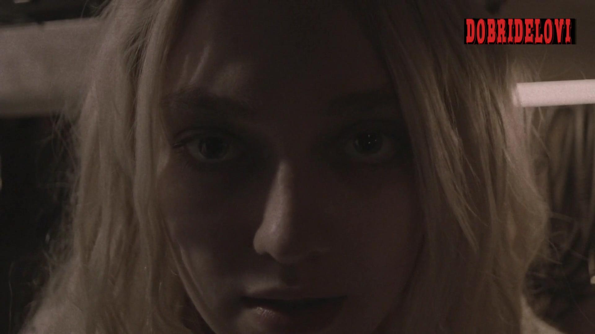 Dakota Fanning rockstar sex scene from Viena and the Fantomes