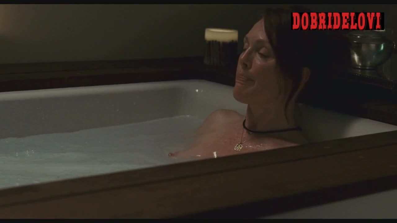 Julianne Moore taking bath scene from The Kids Are All Right