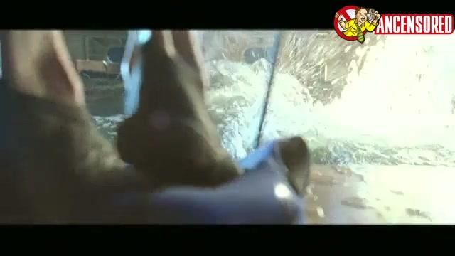Saffron Burrows screentime from Deep Blue Sea