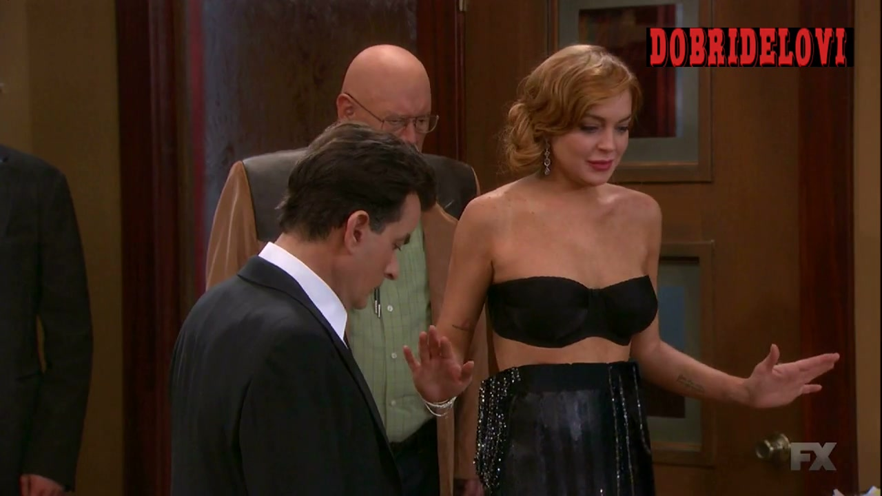 Lindsay Lohan cleavage scene from Anger Management