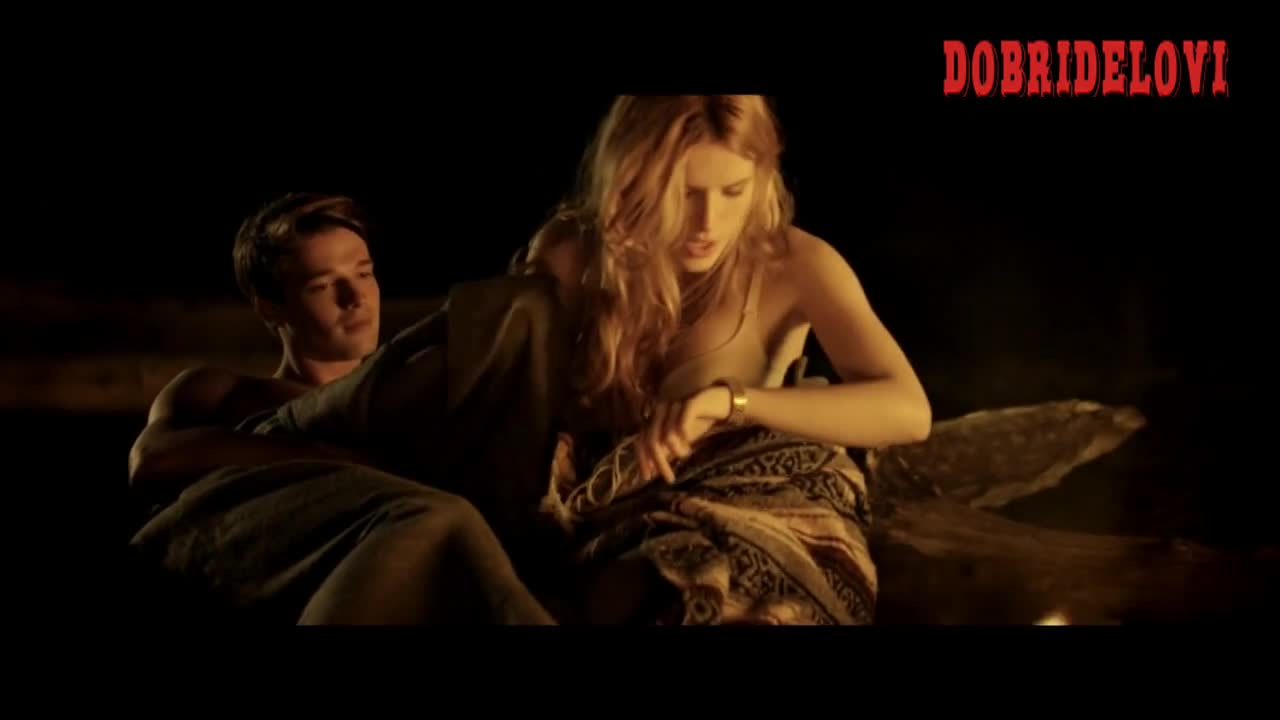 Bella Thorne waking up scene from Midnight Sun