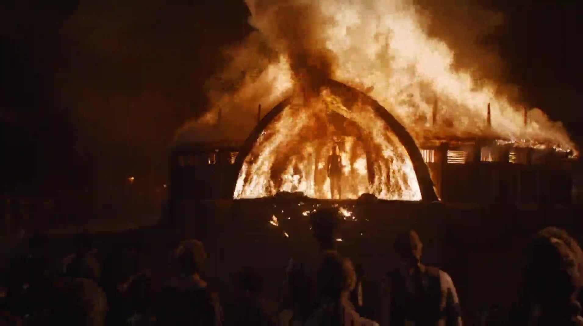 Emilia Clarke scene - Game of Thrones