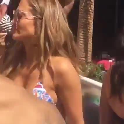 Jennifer Lopez sexy dancing in club