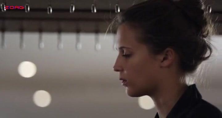 Alicia Vikander scene