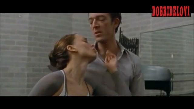 Natalie Portman fingered by Vincent Cassel in Black Swan