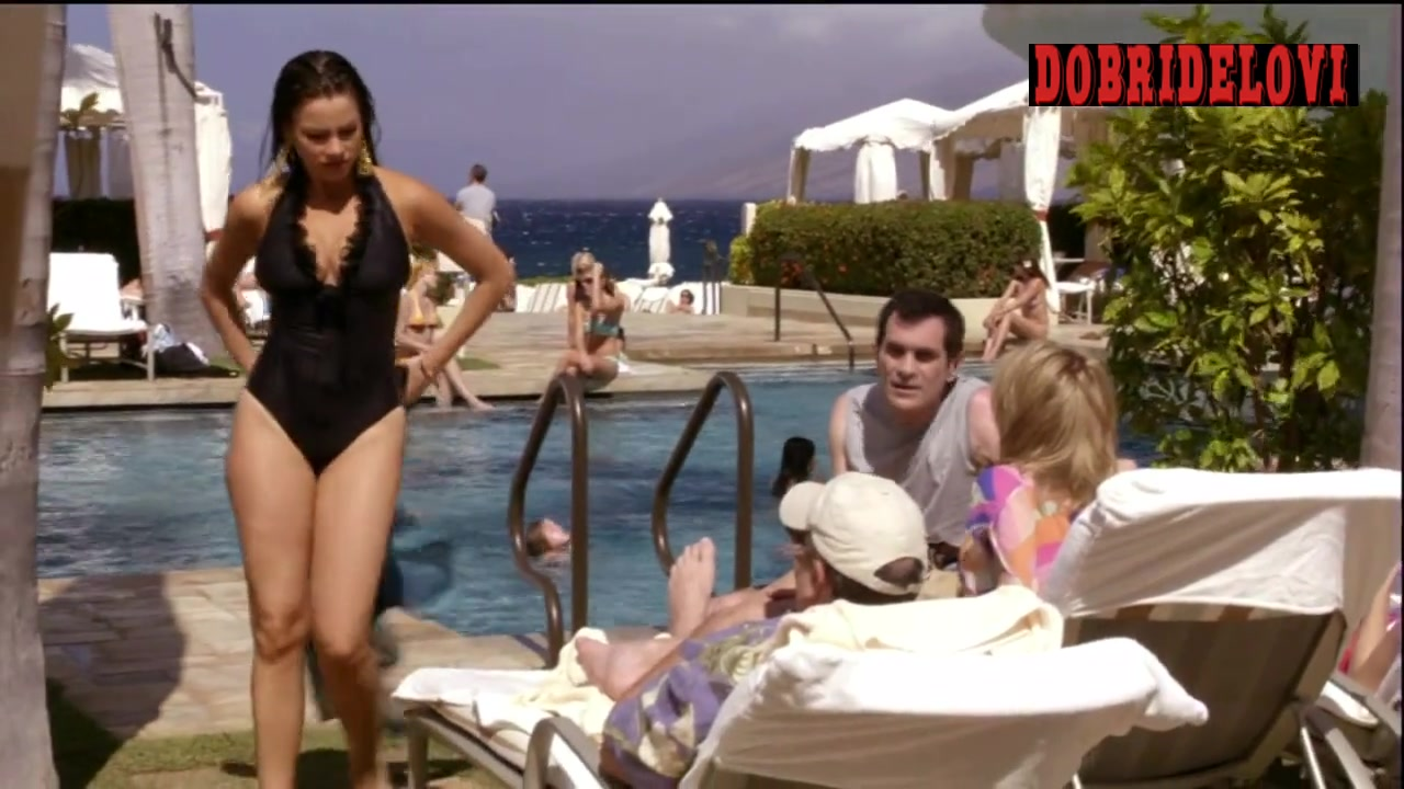 Sofia Vergara sexy drying off out of pool scene from Modern Family