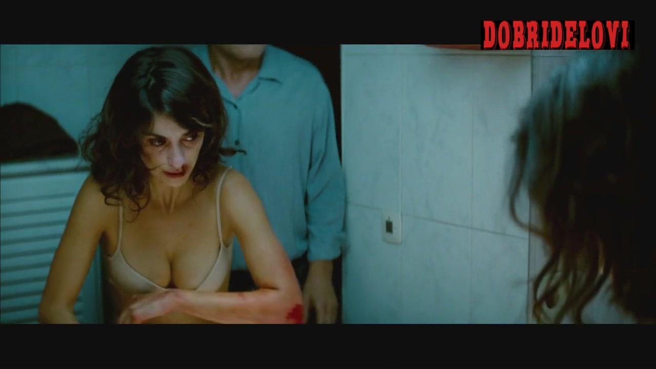 Penélope Cruz bloody in bathroom scene from Broken Embraces