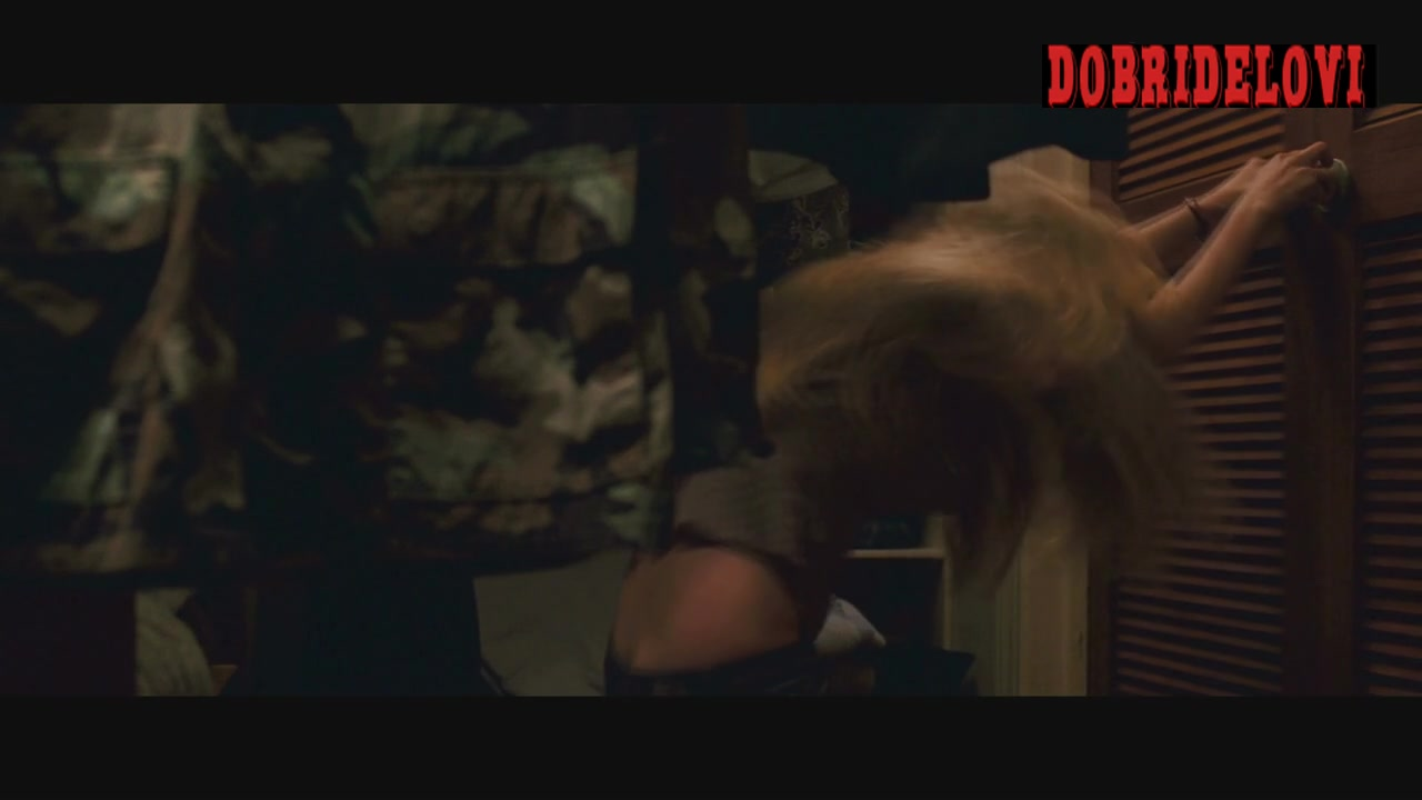 Amanda Seyfried but crack exposed scene from Dear John