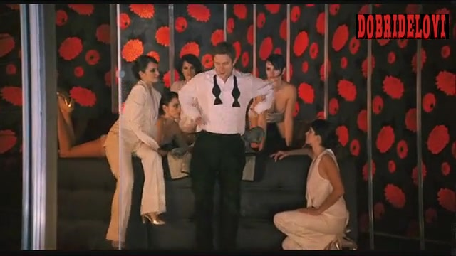 Penélope Cruz cloned on lucid dream scene from The Good Night