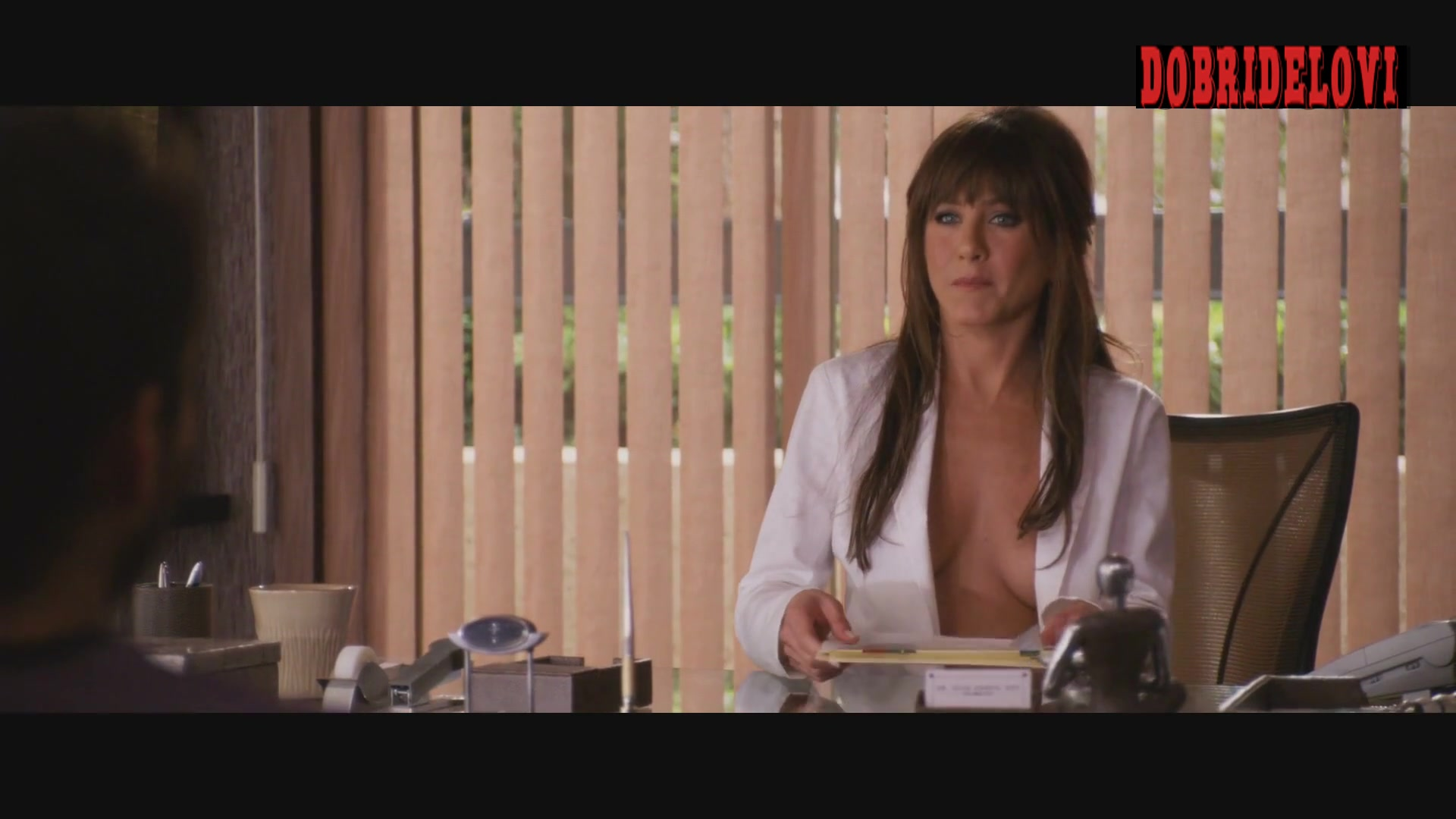 Jennifer Aniston no shirt in doctor's office scene from Horrible Bosses