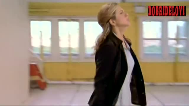 Jennifer Aniston upskirt scene from The Object of My Affection