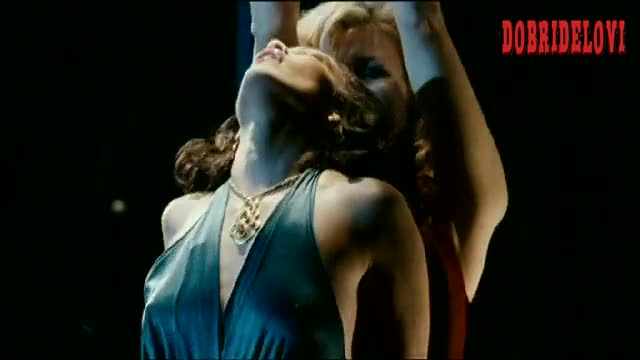 Jennifer Lopez dancing at the club scene from El cantante