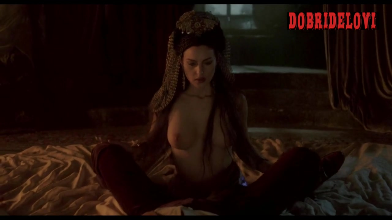 Florina Kendrick, Monica Bellucci and Michaela Bercu orgy with Keanu Reeves scene from Dracula