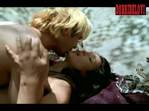 Lucy Liu undressing scene from Flypaper