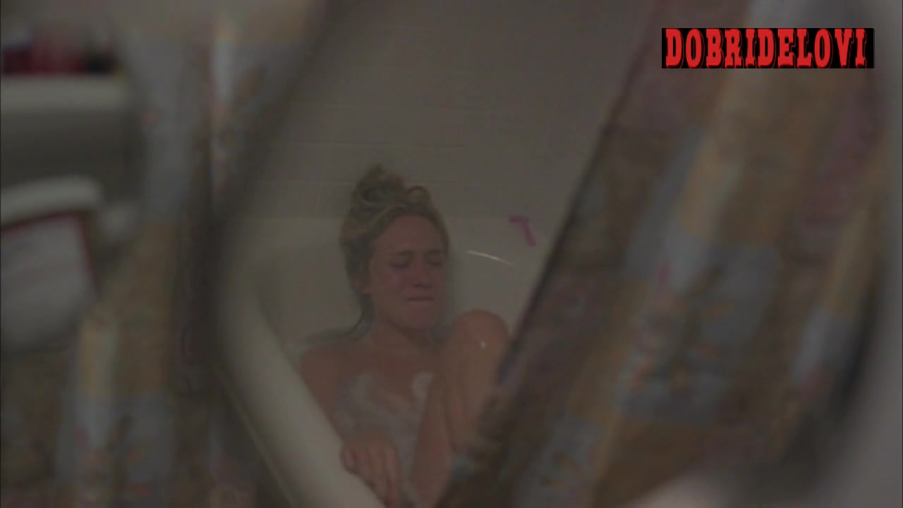 Chloë Sevigny bathtub scene from Sisters