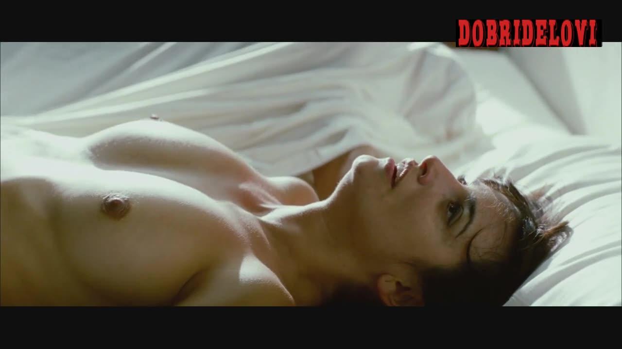Penélope Cruz nude in bed scene from Broken Embraces