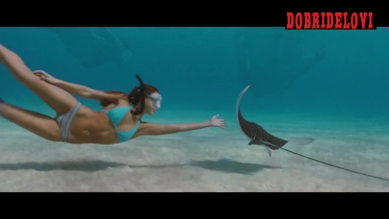 Ashley Scott and Jessica Alba snorkeling scene from Into the Blue
