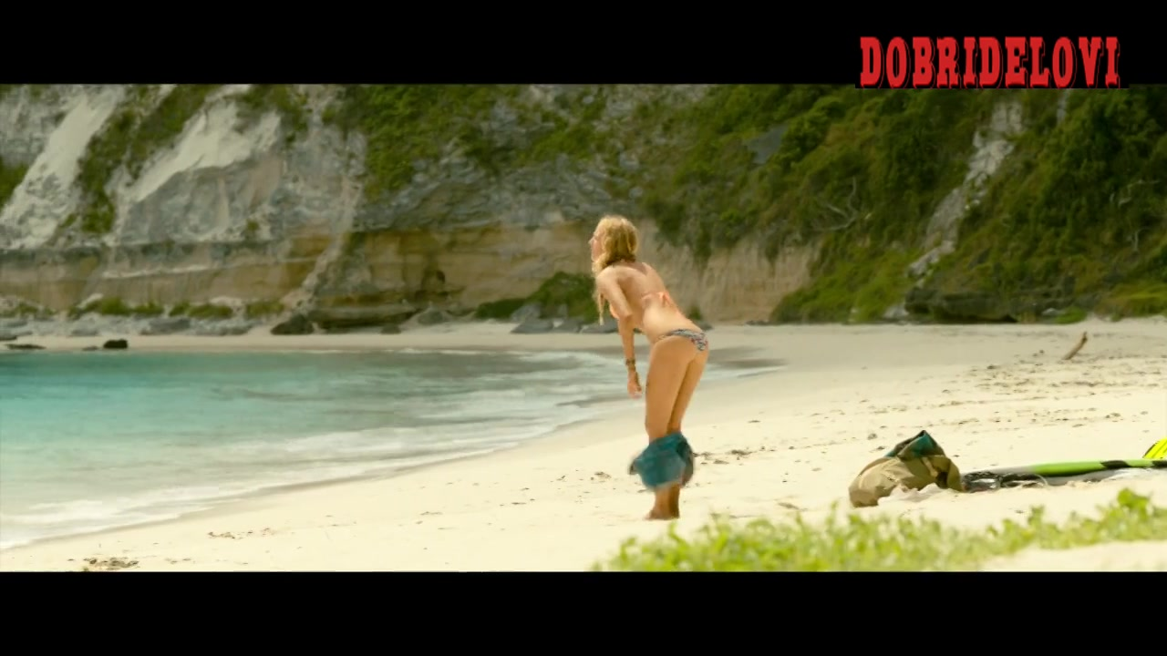 Blake Lively applying sunscrean scene from The Shallows