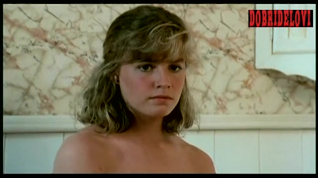 Elisabeth Shue undresses robe and money watches scene from Link