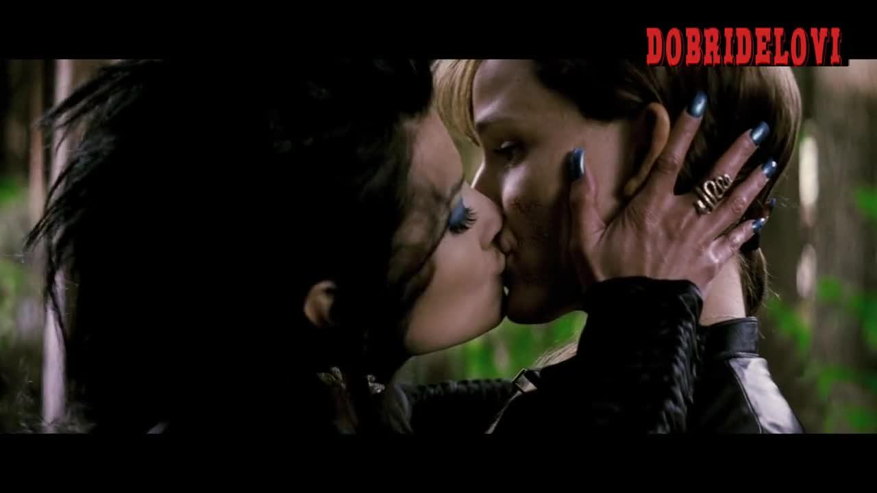 Watch Natassia Malthe and Jennifer Garner lesbian scene from Elektra video