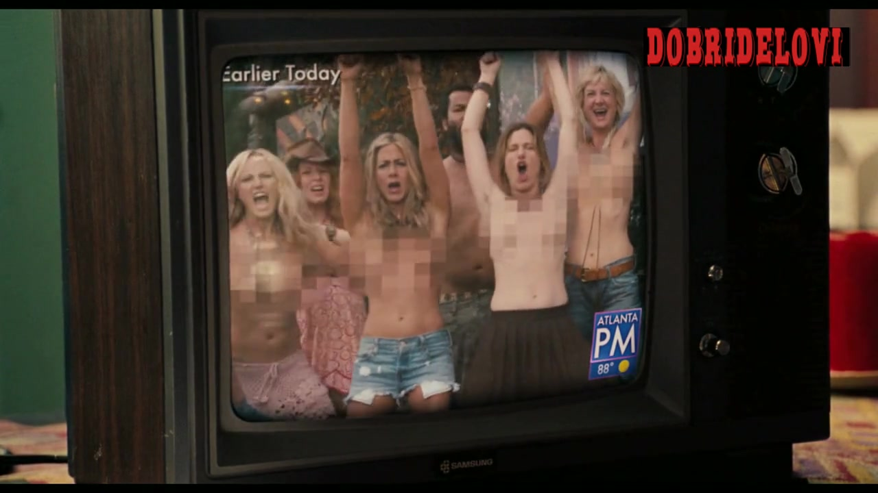 Jennifer Aniston removes tunic revealing pixelated breasts scene from Wanderlust