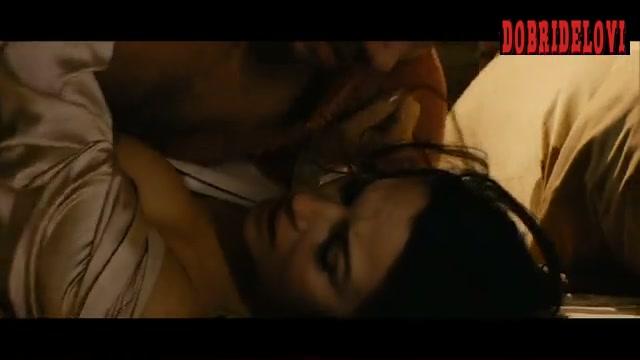 Monica Bellucci missionary sex scene from Ne Te Retourne Pas