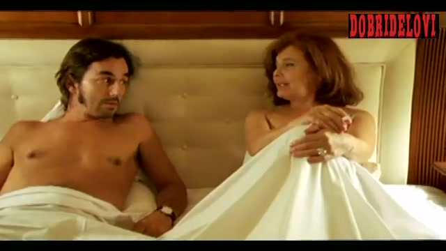 Watch Lourdes Barba foreign language scene from Amor idiota video