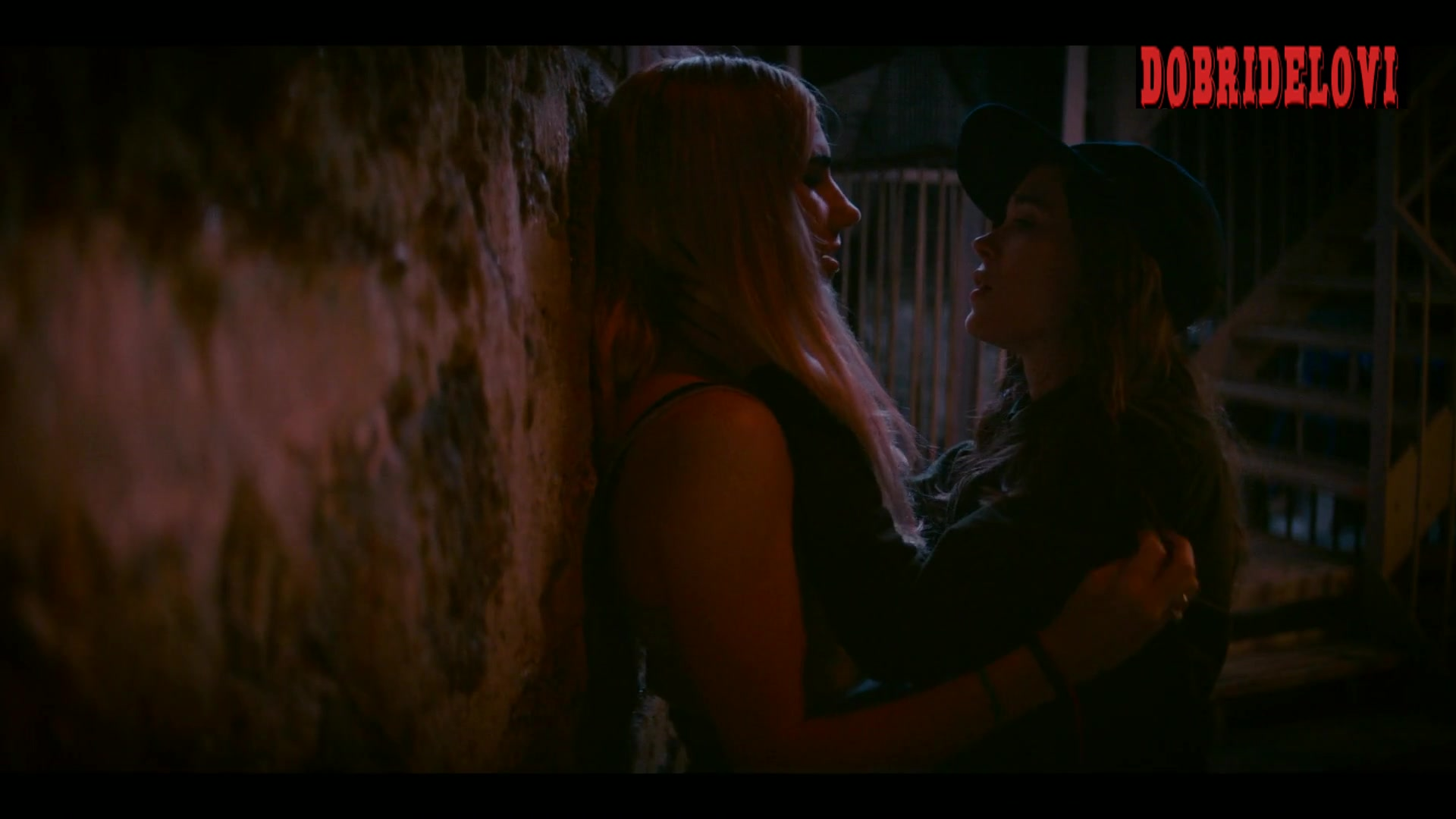 Ellen Page and Zosia Mamet lesbian kiss scene from Tales of the City