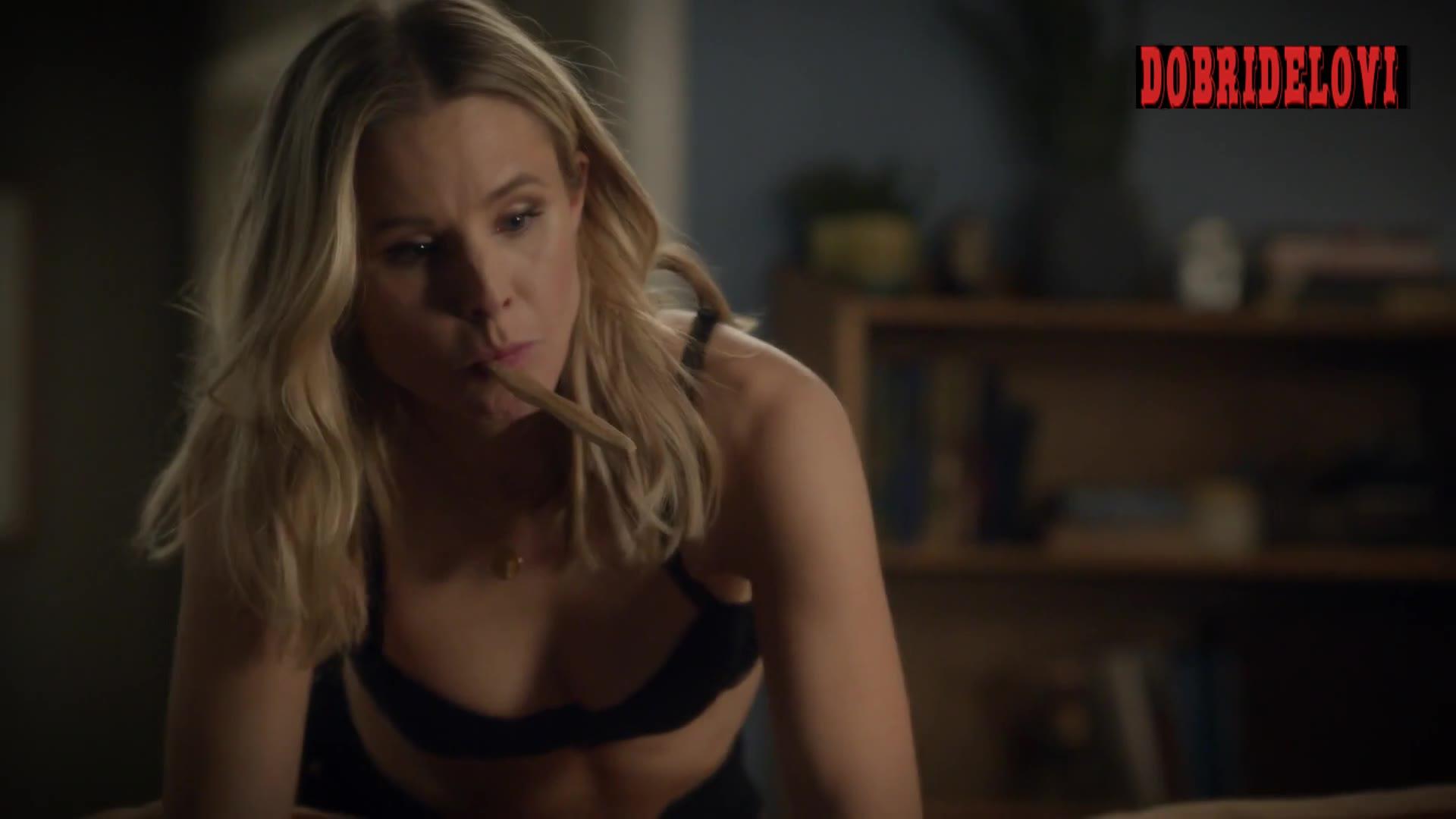 Kristen Bell bent over showing cleavage scene from Veronica Mars