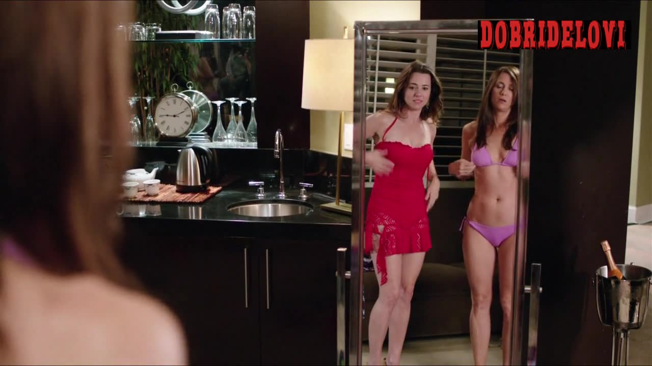 Kristen Wiig and Linda Cardellini sexy on stage scene from Welcome to Me