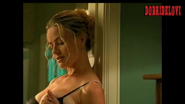 Elisabeth Shue seduces by pulling down bra scene from The Trigger Effect