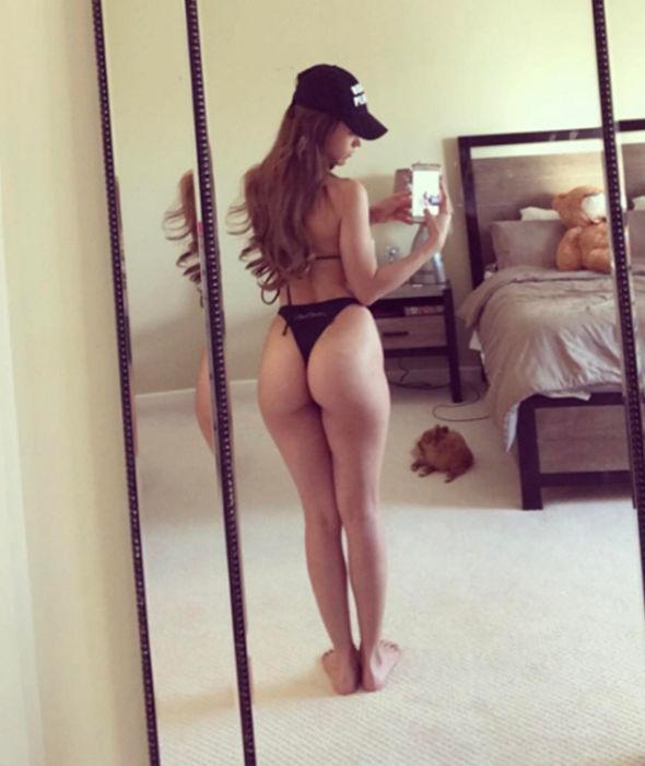Yanet Garcia selfie