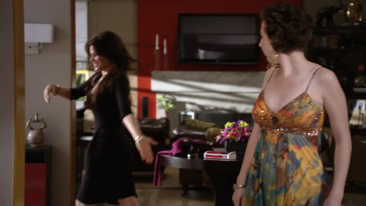 Sofia Vergara sexy black dress in Modern Family
