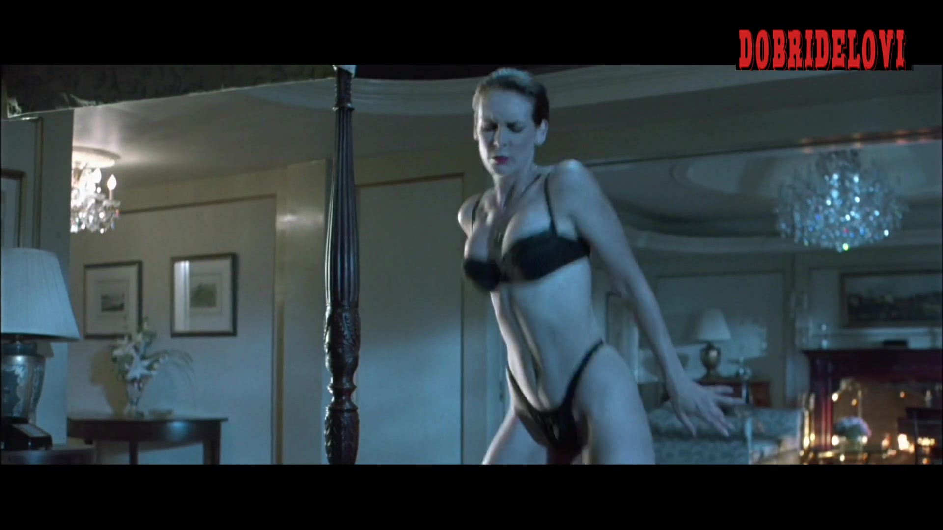 Jamie Lee Curtis undresses for Arnold