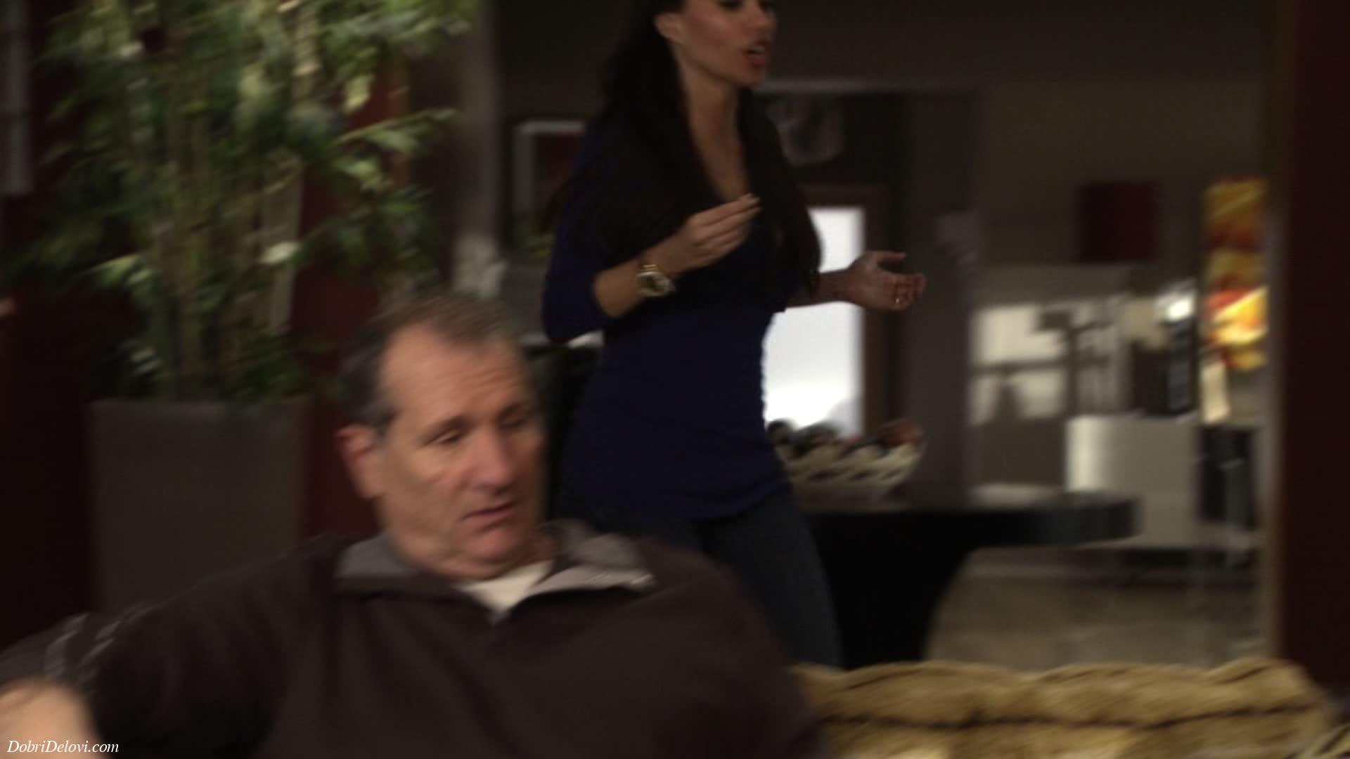 Sofia Vergara bouncing boobs scene from Modern Family