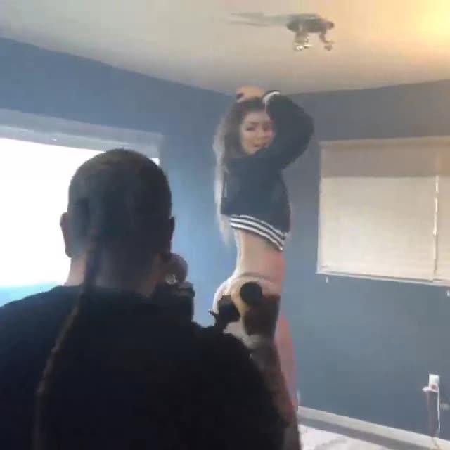 Anllela Sagra dancing on top of bed