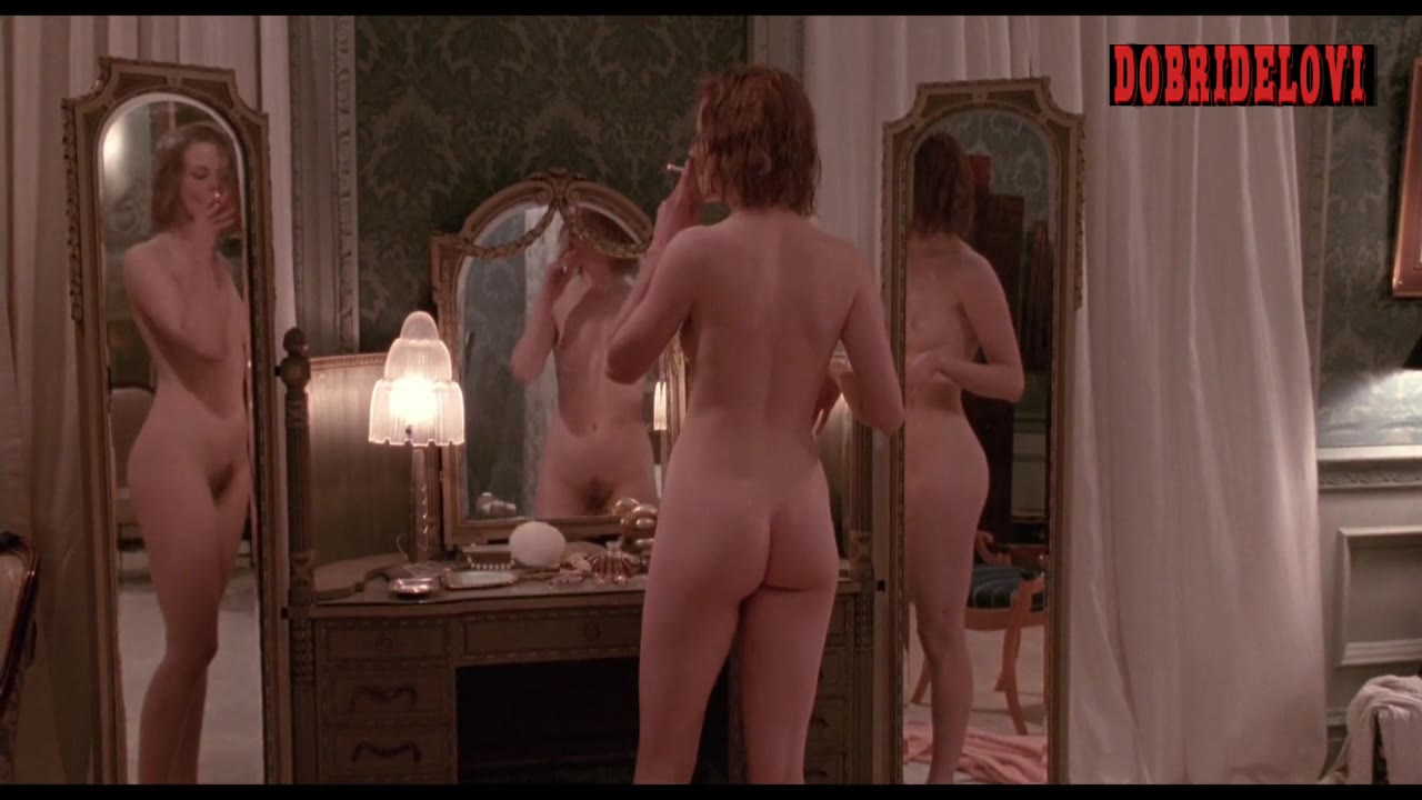 Nicole Kidman drops the towel in front of mirror video image