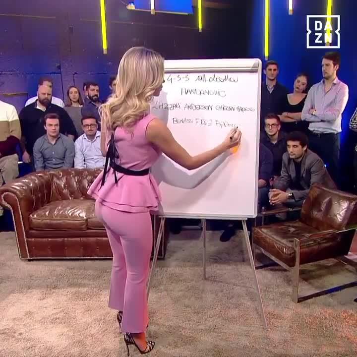 Diletta Leotta sexy in pink pants